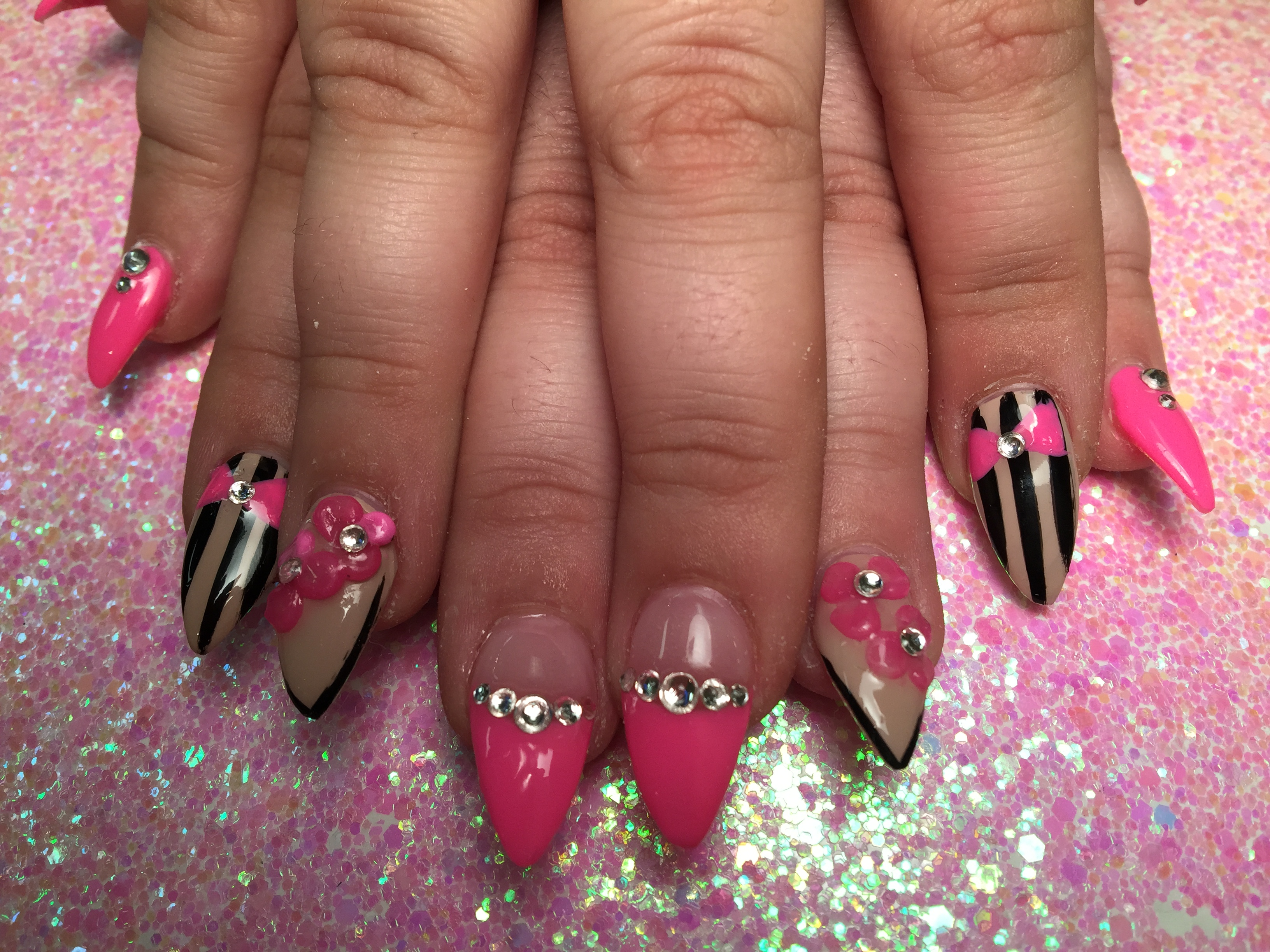 Stiletto Shoe Tips, nail art design by Top Nails, Clarksville TN.